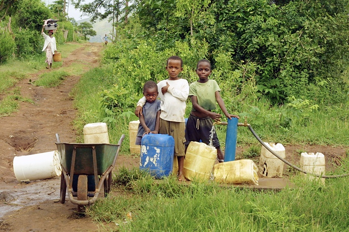 Collecting drinking water, Nkomazi, South Africa